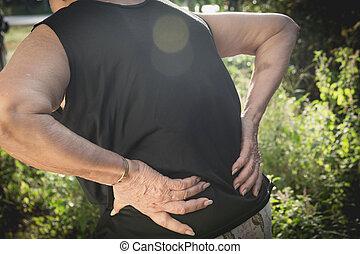 古い 女性, 苦しみ, から, 腰痛, 背骨の傷害, そして, 筋肉, 問題, 問題, ∥において∥, outdoor.