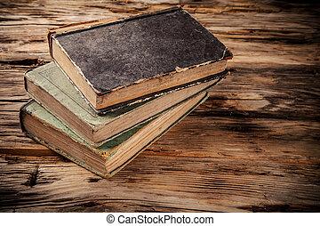 古書, 上に, 木製のテーブル
