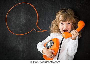 叫ぶこと, 子供, によって, 電話