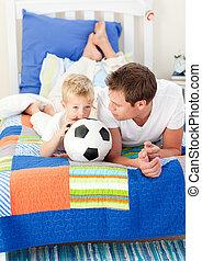 可愛, 小男孩, 以及, 他的, 父親, 觀看, a, 足球比賽