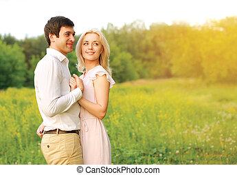 可愛, 年輕夫婦, 在愛過程中, 在戶外, 在, 夏日