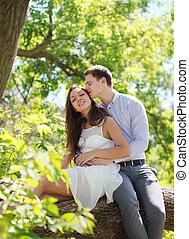 可愛, 年輕夫婦, 在, 夏天, 軟弱, 親吻