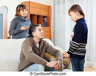叱ること, 父, 一緒に, 息子, ティーネージャー, 母
