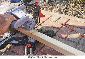 司教冠, 鋸, 鋸, 梁, 木製である, 屋外で, 仕事