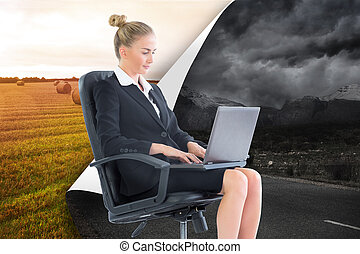 合成的影像, ......的, 白膚金髮, 從事工商業的女性, 坐, 上, 轉椅, 由于, 膝上型