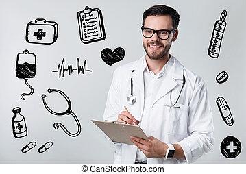合格, 醫生, 微笑, 當時, 編寫指示, 到, 他的, 病人