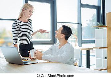 同僚, 女, 彼女, ポジティブ, 見る, 会話, よい, 持つこと