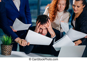 同僚, 文書, ビジネスオフィス, 強調された, 囲まれた, 手, 人