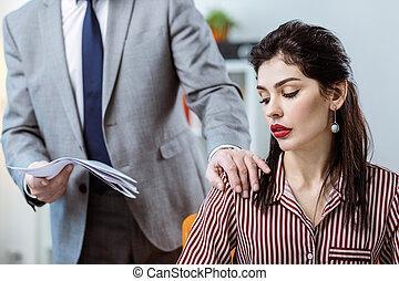 同僚, 灰色, 上司, 感動的である, deliberately, 衣装, 女性, マレ