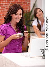咖啡, 妇女, 她, 笔记本电脑, 看, 当时, 有