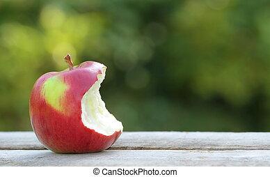 咬住, 蘋果