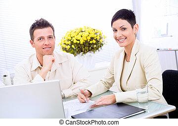商业夫妇, 工作