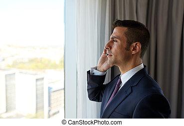 商人, 叫, 上, smartphone, 在, 旅館房間
