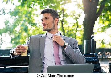 商人, 喝咖啡, 在戶外