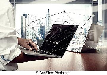 商人, 手, 工作上, 便攜式電腦, 上, 木 書桌, 如, 概念, 以及, 社會, 媒介, 网絡, 圖形