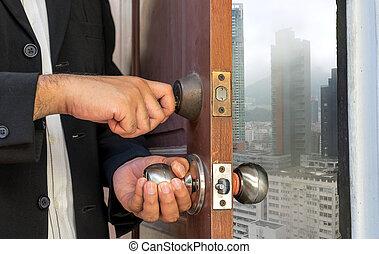 商人, 打開門, 所作, 鑰匙, 到, 城市, 在, 多雨