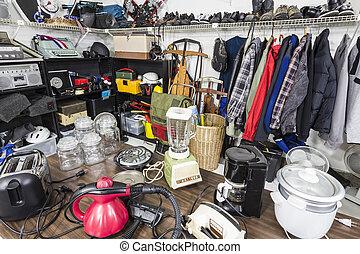 商品, ガレージセール, 家庭用品, toys., slorting, 内部, 衣類