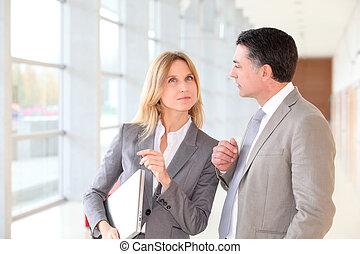 商業合作者, 會議, 在, 現代大樓