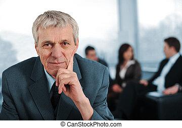 商業組, 由于, 經理, 坐, 在前面