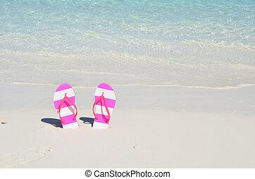 啪聲, 在海灘上