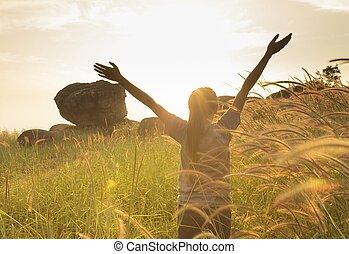 喜び, 広がる, 手, 若い, 表面仕上げ, 太陽, 女の子, インスピレーシヨン