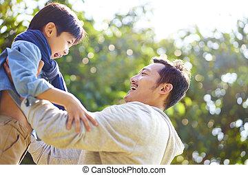 喜び, 父, 息子, アジア 子供, 持ち上がること