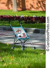 單個, 嬰儿車, 在公園