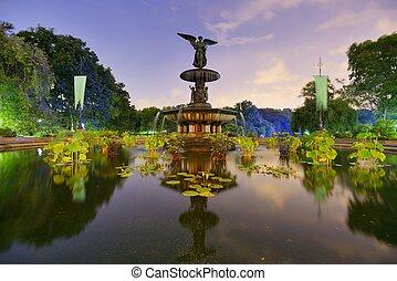 噴泉公園, 中央