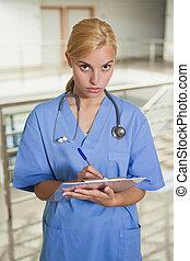 嚴肅, 護士, 寫, 上, a, 剪貼板