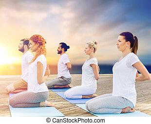 团体, 在户外, 瑜伽, 人们