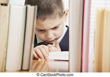 困惑させる, 本, 読書, 男生徒