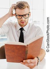 困難, 仕事, から, ∥, boss., ハンサム, 若者, 中に, formalwear, 本を持つ, そして,...