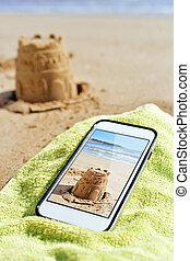 圖片, ......的, a, 沙堡, 在, a, smartphone, 在海灘上