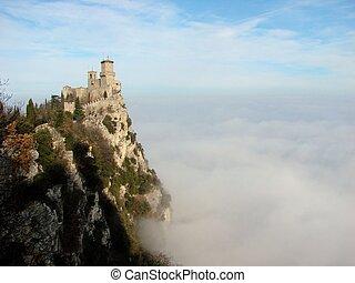 圣馬力諾, 在雲中