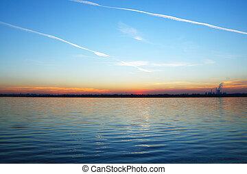 在上方, 傍晚, 湖, 地平線, 工廠