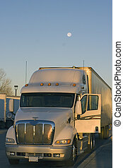 在下面, 卡車, 停放, 月亮