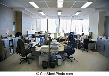 在中的人们, 办公室