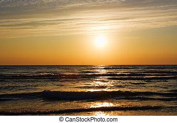 在海的日落