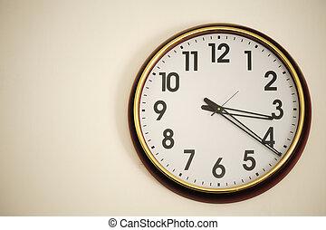 在牆壁上的鐘