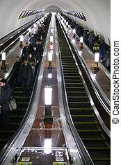 地下鉄, エレベーター