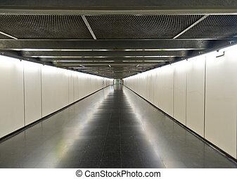 地下鉄, 廊下