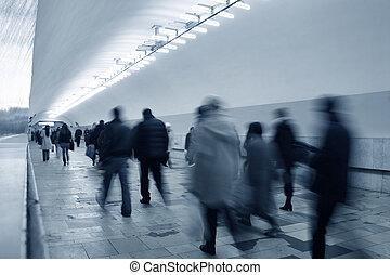 地下鉄, 群集