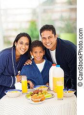 地位, かわいい, 家族, の後ろ, indian, テーブル, 朝食