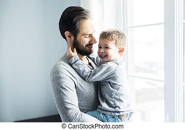 地位, かわいい, 男の子, 大きい, 父, 若い, 窓。, 保有物, 幸せ