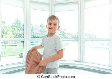 地位, かわいい, 男の子, 窓, 前部, 幸せ