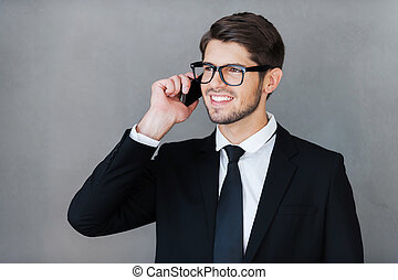地位, よい, talk., ビジネス, 話し, モビール, 離れて, 灰色, に対して, 若い見ること, 電話, 間...