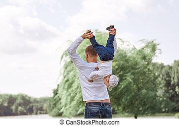 地位, わずかしか, 彼の, 日当たりが良い, 父, 息子, park., 幸せ