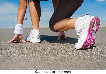 地位, クローズアップ, 女, 靴, 得ること, イメージ, スポーツ, 準備ができた, 線, 始める, run.