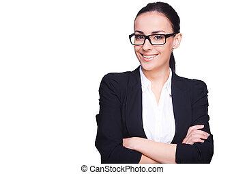 地位, 保持, 女, 成功した, businesswoman., 隔離された, formalwear, 若い, 確信した, 間, メガネ, 交差させた 腕, 微笑, 白