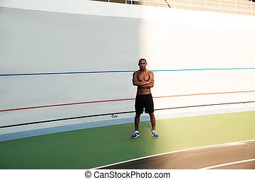 地位, 写真, 手, 若い, スポーツ, 交差させる, アフリカの男, full-lenght